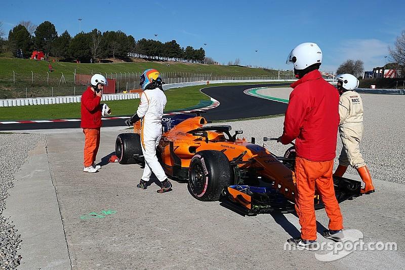 Поломка McLaren снова стала причиной красных флагов на тестах