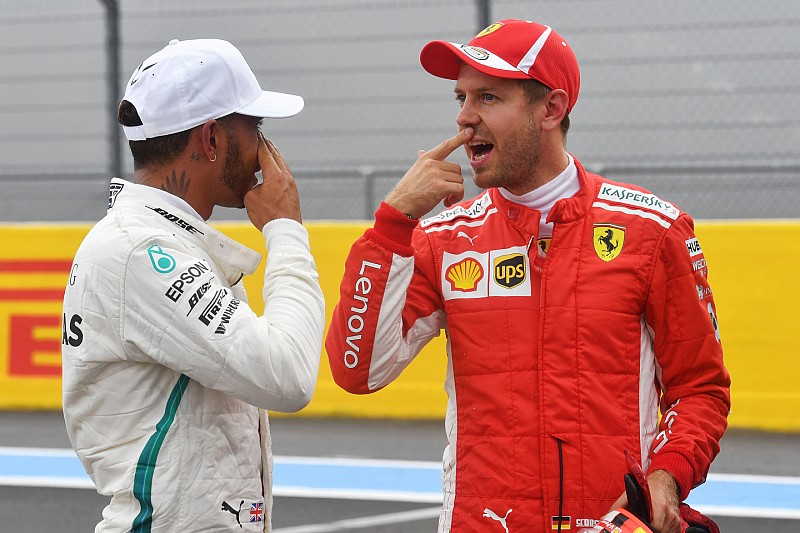 Villeneuve szerint a Mercedes a motor és a módosított gumik miatt ilyen gyors