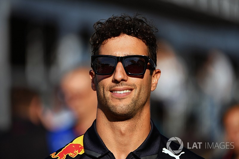 Ricciardo on verge of new Red Bull deal