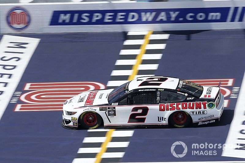 Brad Keselowski tops Harvick for Michigan Cup pole