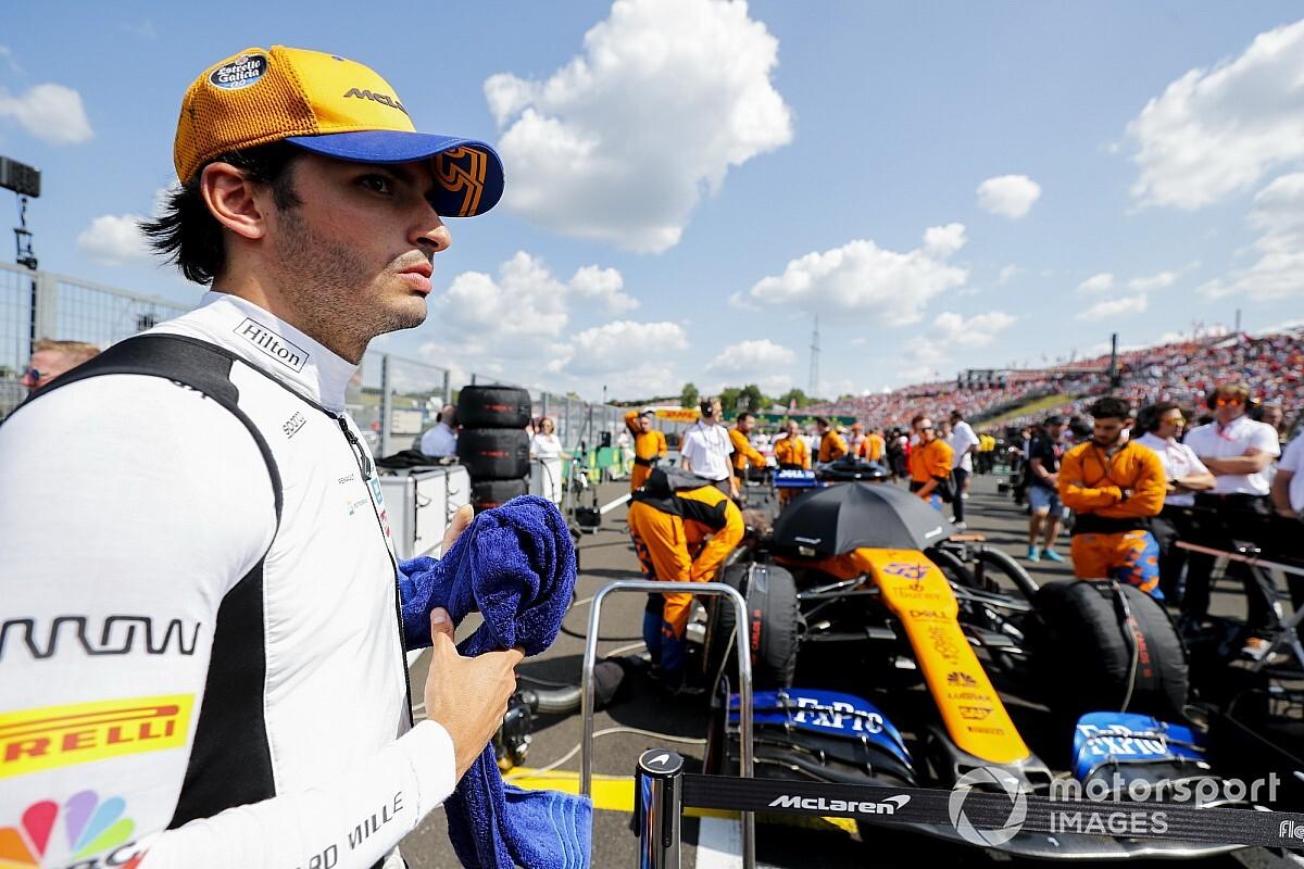 Így megy körbe Sainz fejben egy F1-es pályán: videó