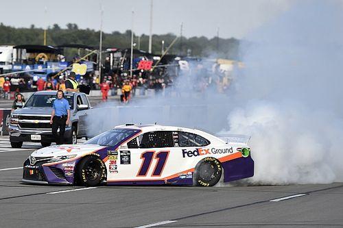 NASCAR Pocono: Hamlin führt Gibbs-Dreifacherfolg an
