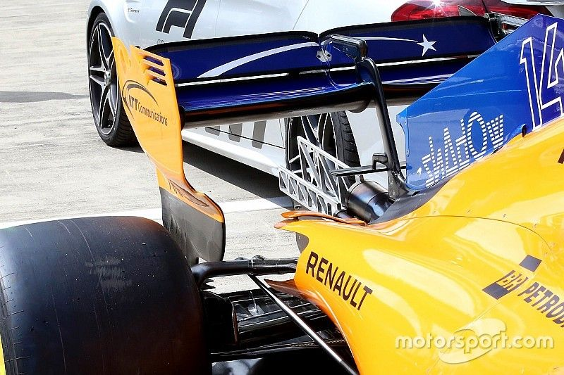 McLaren: spariscono le frange dalle paratie laterali dell'ala posteriore