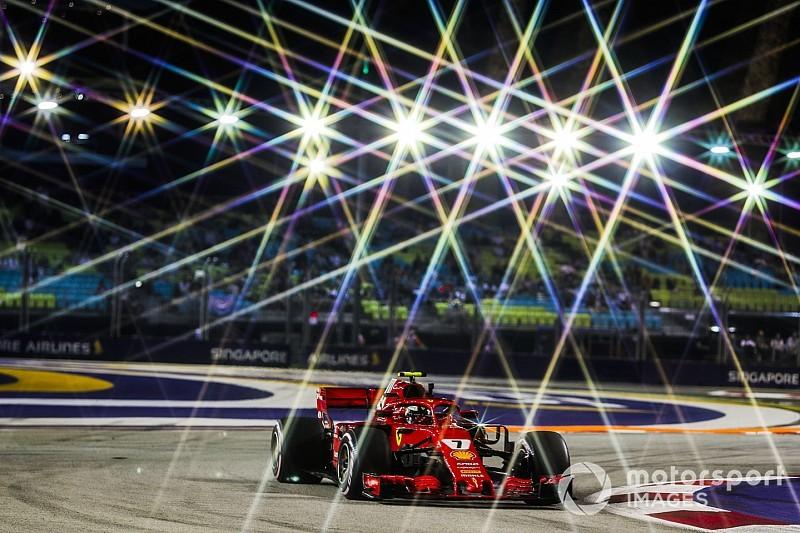 Fotogallery: Raikkonen svetta nelle prove libere del GP di Singapore, ma Hamilton è in agguato