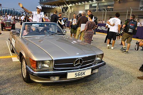 Képeken az F1-es versenyzői parádé a Szingapúri Nagydíjról