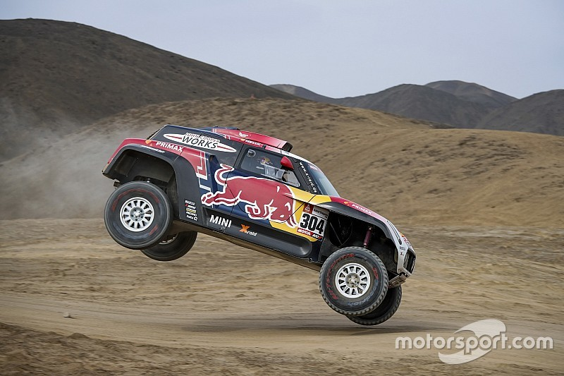 """Dakar, Peterhansel rimonta nonostante un colpo di frusta: """"Ho visto le stelle!"""""""