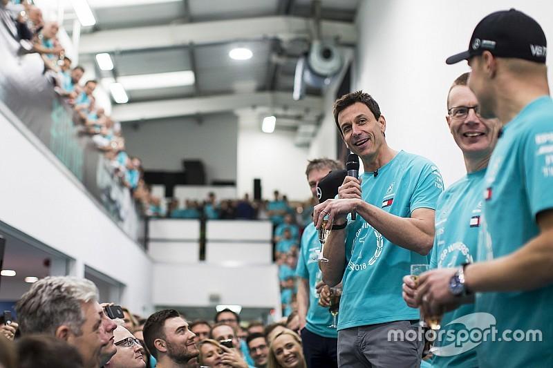 Wolff: 2019 kural değişikliği Mercedes'in şampiyonluklarına son vermek için getirildi