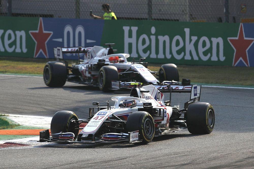 HIVATALOS: Schumacher és Mazepin is marad jövőre a Haasnál