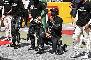 Hamilton revela que conversou com pilotos que não ficaram de joelhos na Áustria