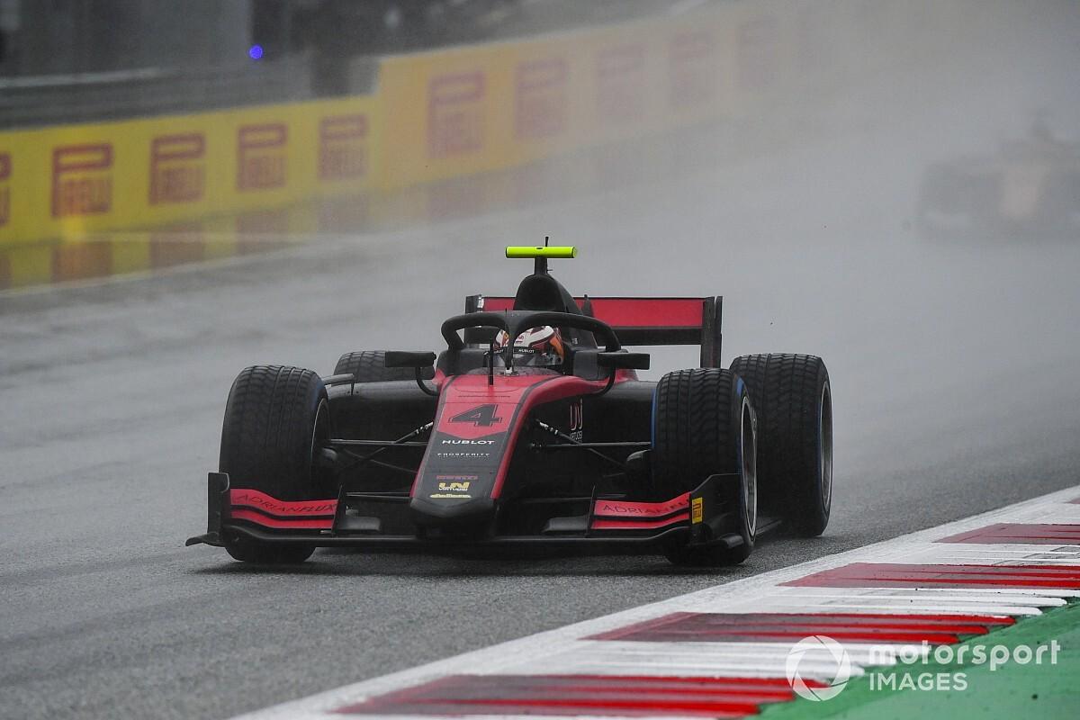 Дождь и красные флаги принесли Илотту первый в сезоне поул в Ф2