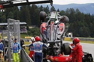 """Videón Alonso és Räikkönen """"horrorisztikus"""" bukása az Osztrák Nagydíjról"""