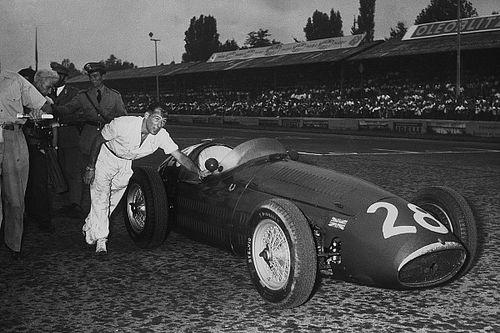 Amikor egy F1-es legenda vezet egy legendás versenygépet: videó