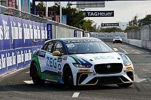 Cacá Bueno brilha e vence prova do Jaguar I-Pace eTrophy na China