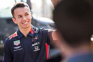 """Horner: """"Albon kan verder groeien bij Red Bull"""""""