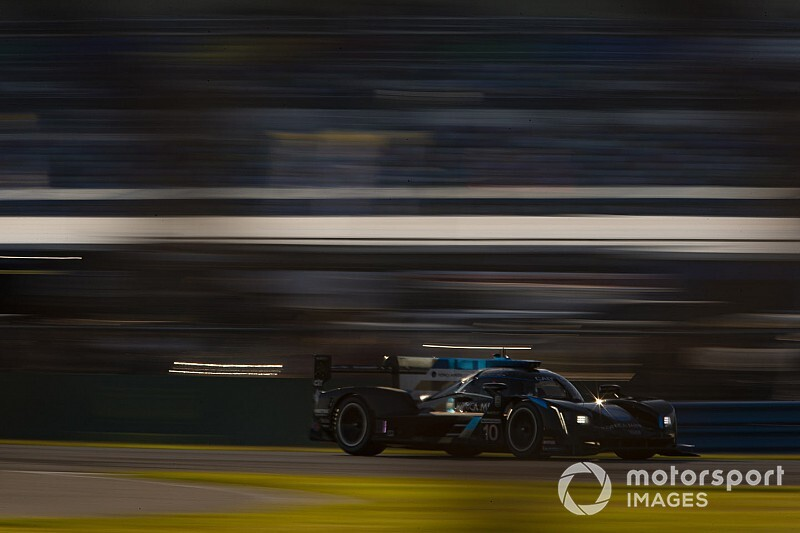 Rolex 24, Hour 16: WTR stretches out sizable lead