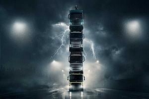 Videó: Nem szórakozik a Volvo, négy kamiont pakoltak egymásra legújabb reklámjukhoz