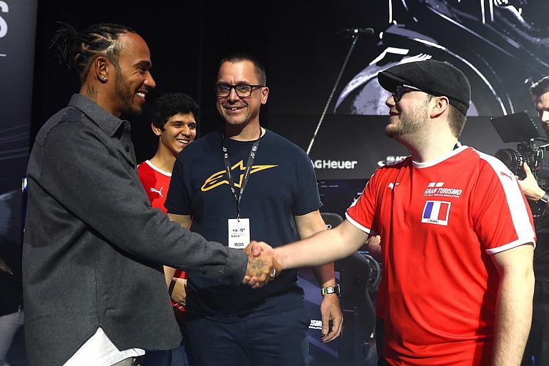 Хэмилтон проиграл престижную кибергонку обозревателю Motorsport.com