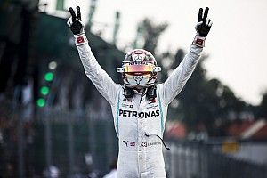 Хэмилтон выиграл в Мексике после тактических ошибок Ferrari