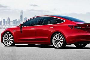 A Model 3 alap-és csúcsváltozatának árát is megemelte a Tesla