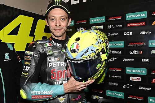 Valentino Rossi rend hommage à ses fans avec son dernier casque spécial