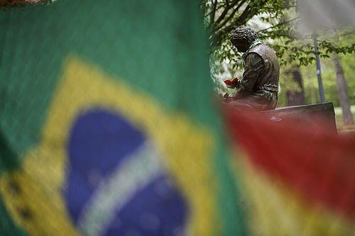 """Hill: """"Senna se sorprendería por la falta de riesgos en la F1 actual"""""""
