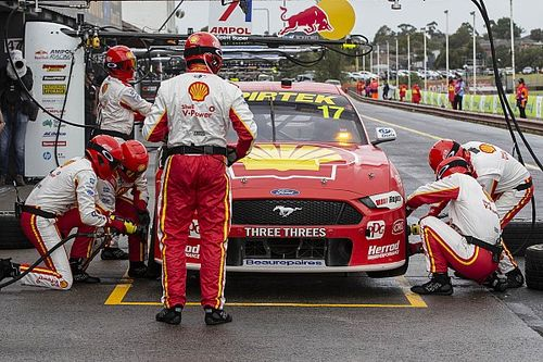 Supercars teams begin to cross border