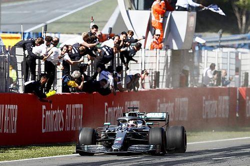 """Hamilton dient critici van repliek: """"Saaie F1 is niet onze schuld"""""""