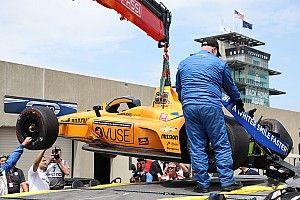Vídeo: Alonso estrena el muro en Indianápolis
