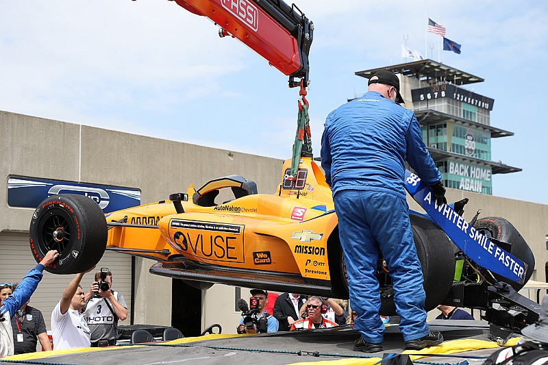 Alonso crashes in Indy 500 practice