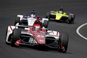 La lluvia acorta el tercer día de libres en Indianápolis y Alonso no rueda
