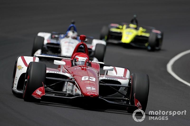 Jones comanda un tercer día recortado en Indy