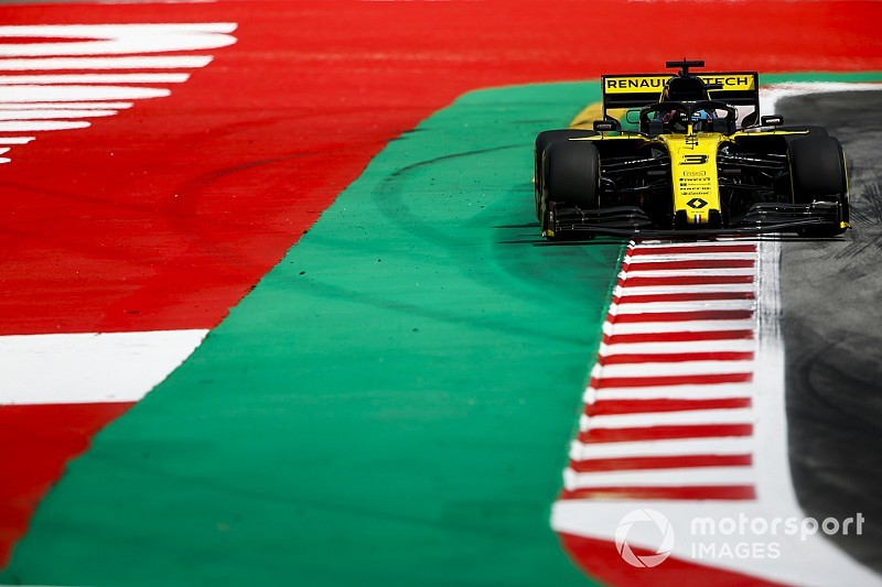 "Renault in performance ""stalemate"" on Friday - Ricciardo"