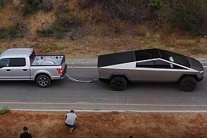 Vídeo: el Tesla Cybertruck se merienda un Ford F-150