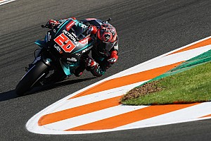 MotoGP, Valencia, Libere 2: Quartararo svetta, Rossi cade di nuovo