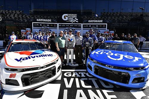 Ricky Stenhouse Jr. rockets to first Daytona 500 pole