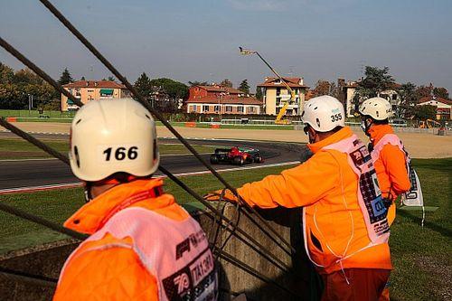 Stroll casi atropella a dos comisarios en Imola: ¿qué salió mal?
