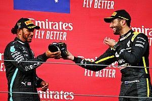 """Ricciardo, Hamilton'ı """"shoey"""" jesti için övdü"""