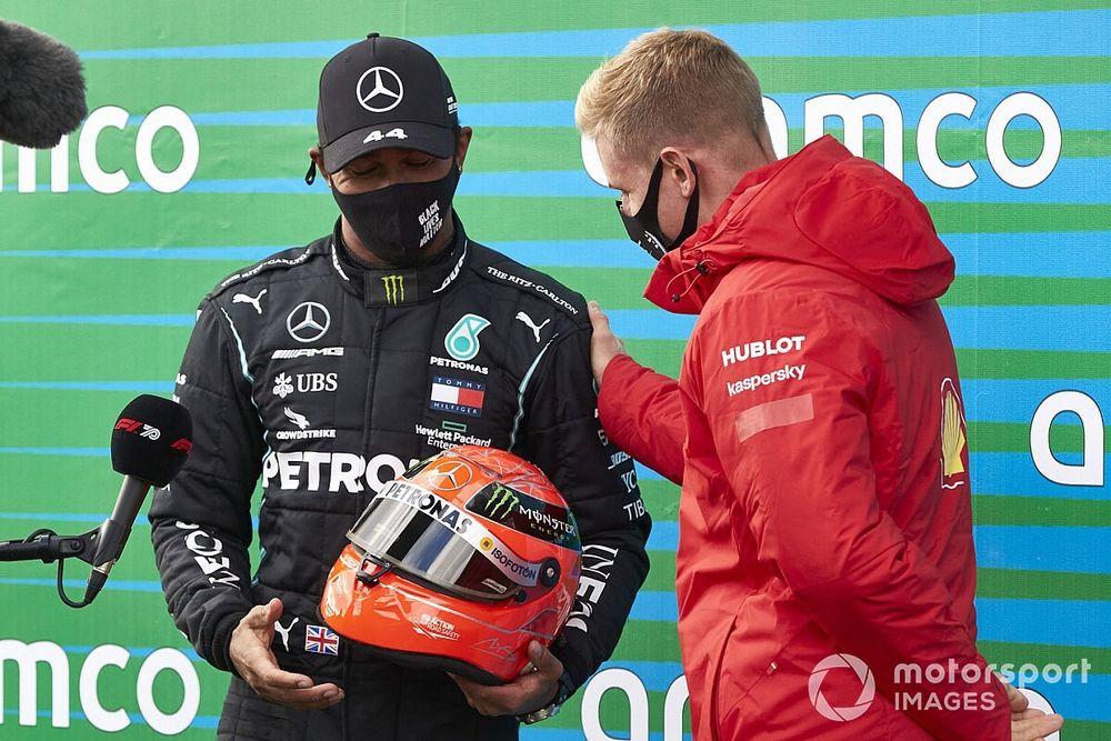 """Ricciardo: """"Hamilton'a verilen Schumacher kaskı, en havalı hediyelerden biri"""""""