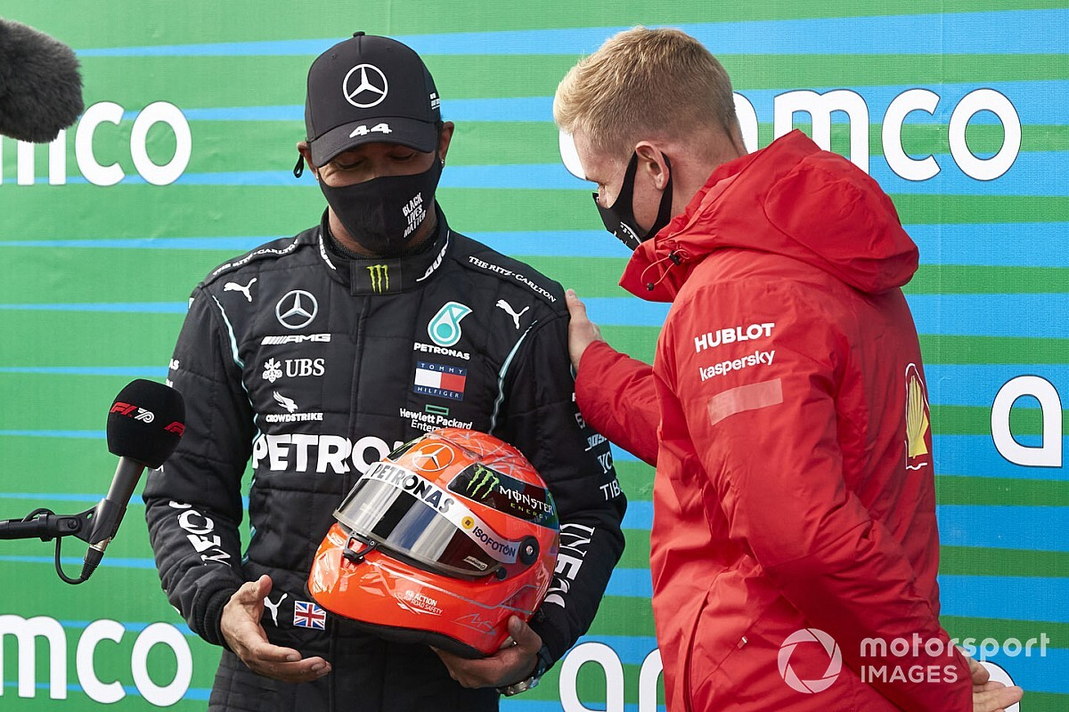 "Schumacher helmet ""one of coolest gifts in sport"" - Ricciardo"