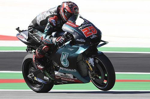 """MotoGPイギリスFP1:""""再々舗装""""の路面でクアルタラロがトップタイム。中上18番手"""
