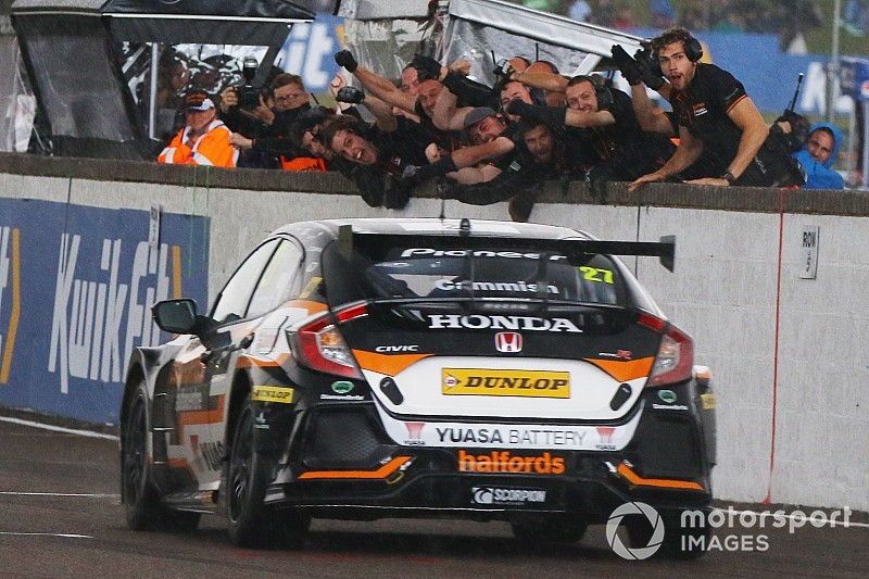 Thruxton BTCC: Cammish scores first victory of 2019