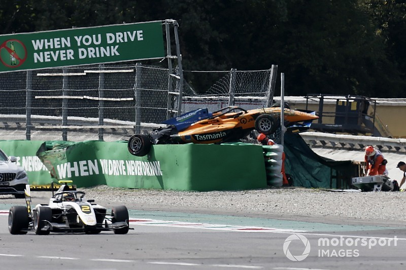 Peroni breekt rugwervel bij horrorcrash op Monza