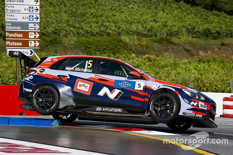 Portugal WTCR: Michelisz closes in on Guerrieri with win