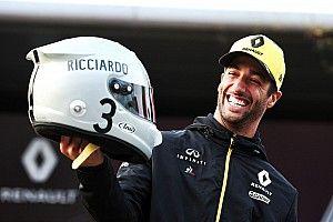 Ricciardo ve Hulkenberg kask tasarımlarını tanıttılar