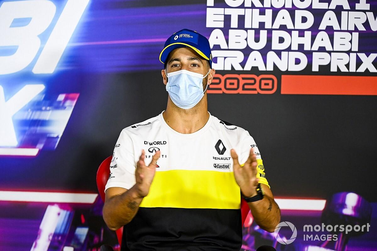 ريكاردو يستذكر الهلع الذي شعر به لاحتمال إصابته بفيروس كورونا قبل سباق روسيا
