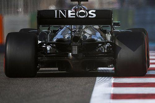 Mercedes kampt met MGU-K-probleem, schroeft vermogen wagens terug