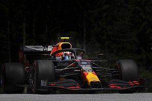 Albon: Nem tudom hibáztatni a csapatot, amiért Verstappen kapta meg az új szárnyat