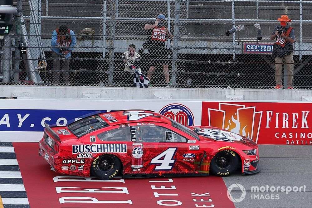 NASCAR Michigan 1: Kevin Harvick siegt nach spannender Schlussphase