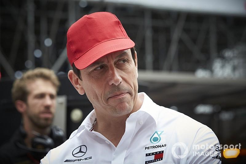 """Wolff: """"Lauda'nın ailesi Mercedes hisselerini satıyor"""""""