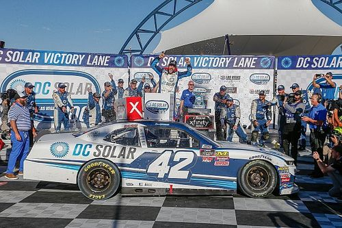 Chastain out-duels Allgaier for first Xfinity Series win